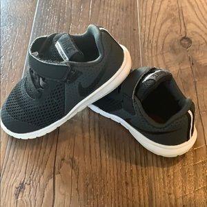 Size 7 toddler Nike's